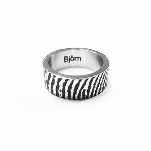 ring met vingerafdruk en naam