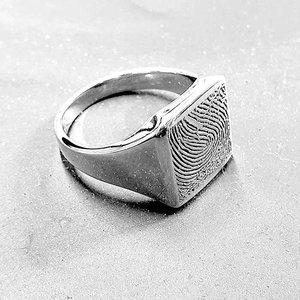 zilveren zegelring met vingerafdruk massief